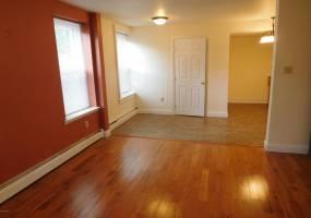 150 West FOURTH,STREET,Williamsport,Pennsylvania 17701,1 Bedroom Bedrooms,3 Rooms Rooms,1 BathroomBathrooms,Rental,FOURTH,WB-81100