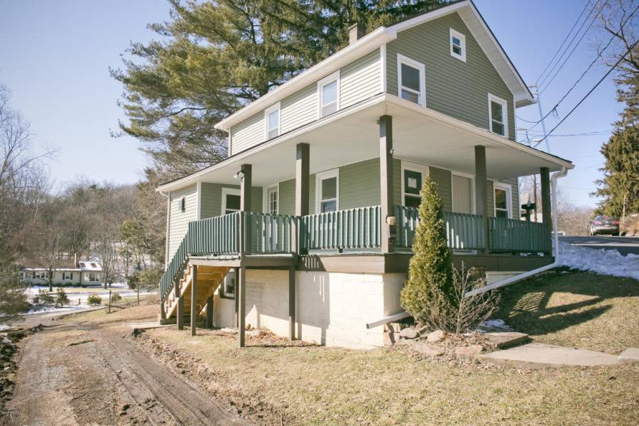 1409 BLOOMINGROVE,ROAD,Williamsport,Pennsylvania 17701,3 Bedrooms Bedrooms,5 Rooms Rooms,1 BathroomBathrooms,Rental,BLOOMINGROVE,WB-82965