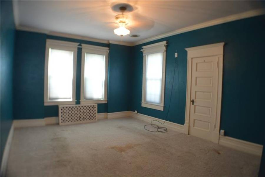 Teal bedroom is a nice size!