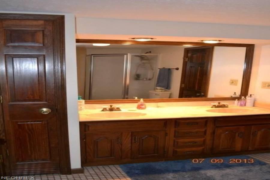 100 CALLIHAN,Rd,Marietta,Ohio 45750,4 Bedrooms Bedrooms,3 BathroomsBathrooms,Residential,CALLIHAN,4003717